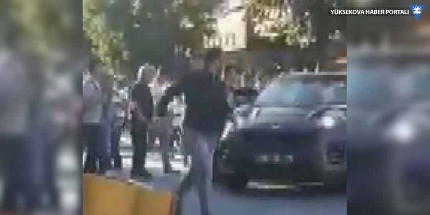 Bakırköy'de bir sürücü aracını yayaların üzerine sürdü