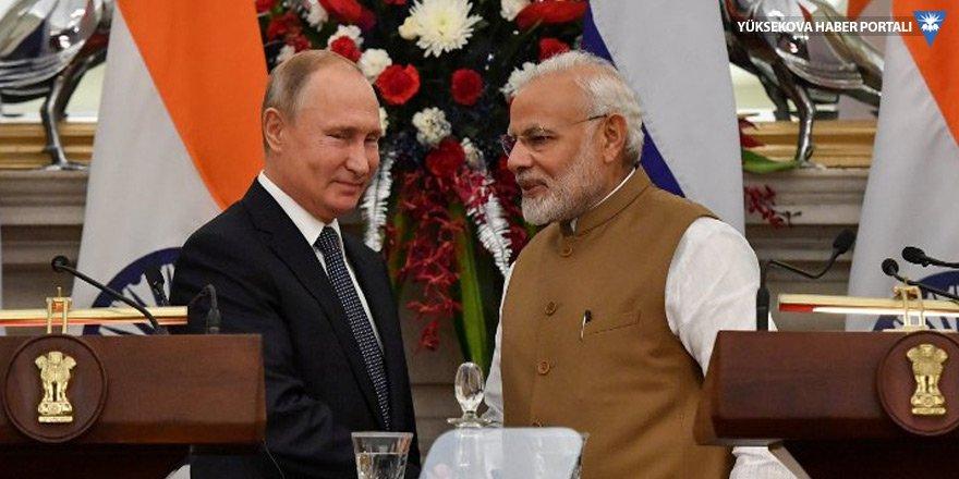 Rusya ile Hindistan S-400 anlaşmasını imzaladı