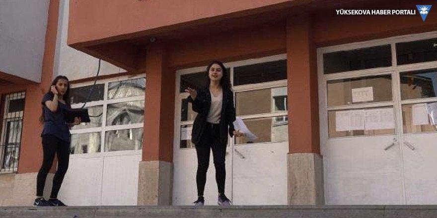 Sınava giremeyen 3 Yüksekovalı aday, kapıyı yumrukladı