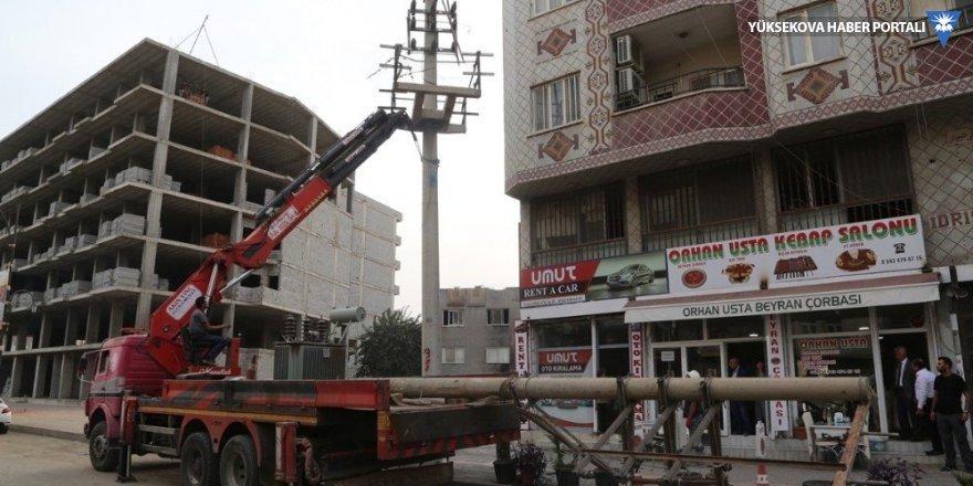 Cizre'de elektrik telleri yer altına alınıyor