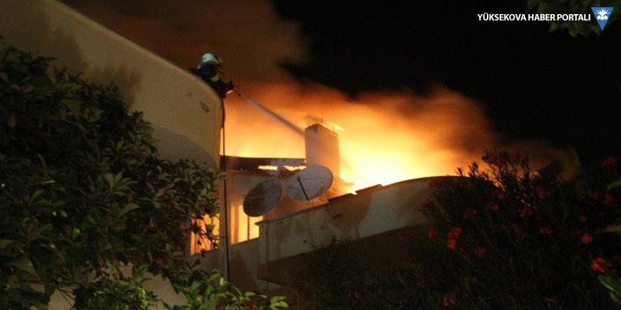 Mangal ateşi dört evi yaktı