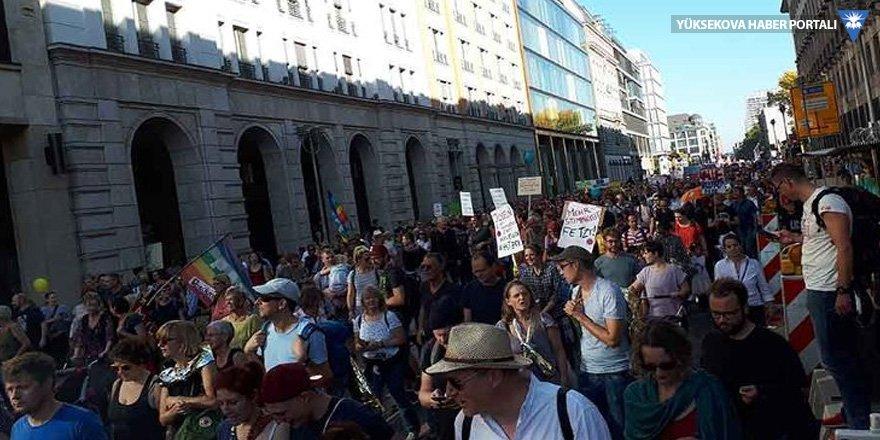 Almanya'da ırkçılık protestosu: 250 bin kişi sokakta