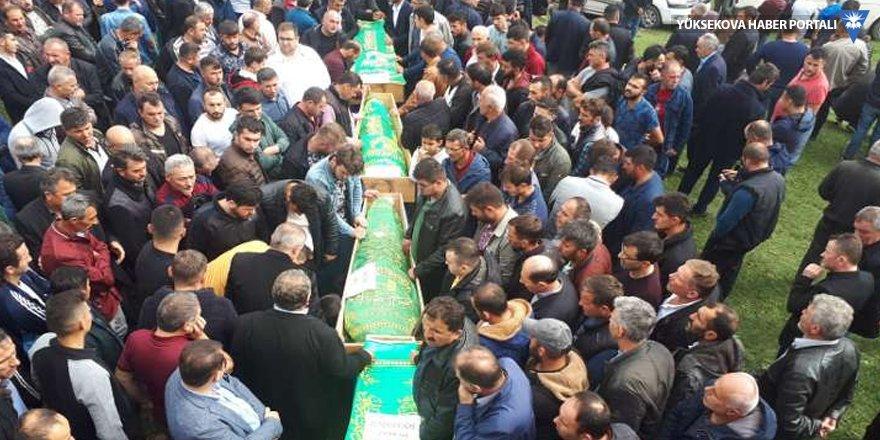 4 işçi aynı mezarlıkta defnedildi