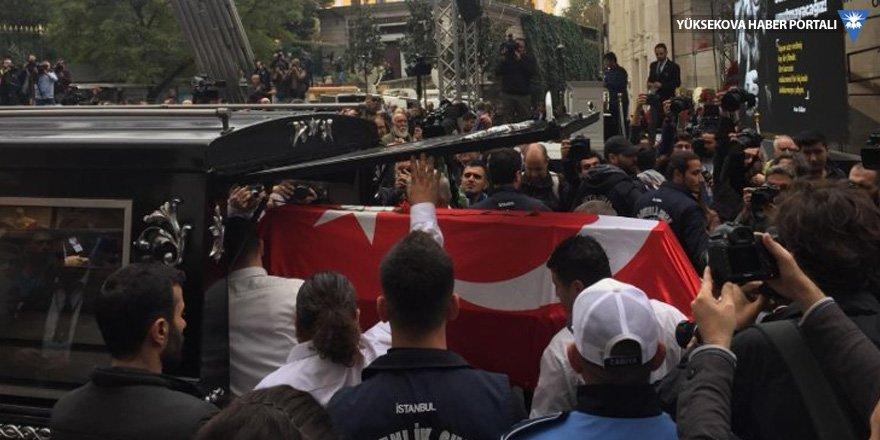 Ara Güler uğurlandı: Galatasaray Meydanı'nda tören