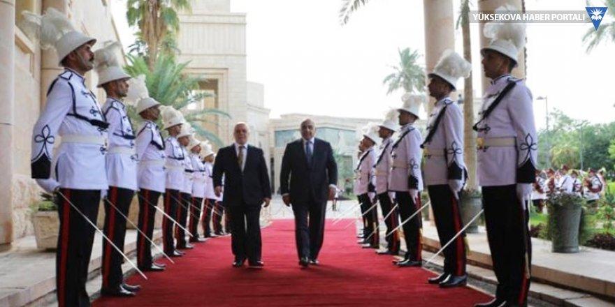 Irak'ın yeni başbakanı resmen göreve başladı