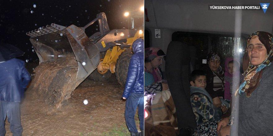 Yüksekova'da sel felaketi: Adaklı ve Kadıköy'de evler tahliye edildi!