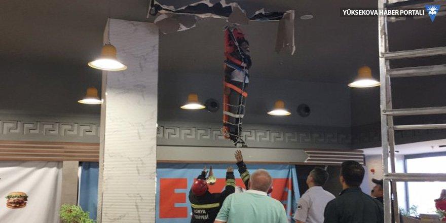 42'nci kattan AVM çatısına düştü