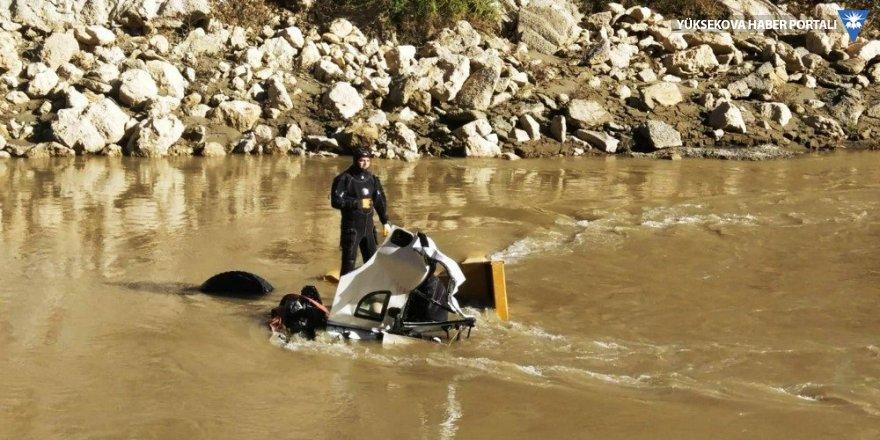 Diyarbakır'da kaza: Kamyon sürücüsünün cansız bedenine ulaşıldı