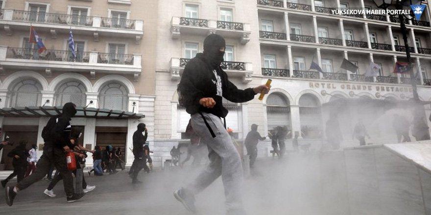 Atina'da lise öğrencileri polisle çatıştı