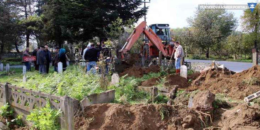 Yol için mezarlar açıldı, yakınlarına haber verilmedi