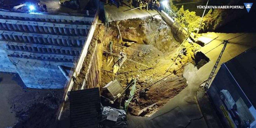 Metro yolu çöktü, 2 kişi yaşamını yitirdi