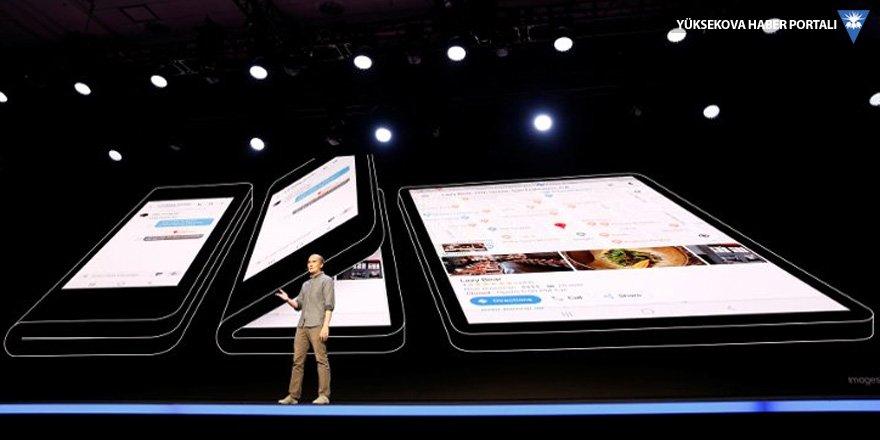 Samsung katlanabilir telefonu tanıttı