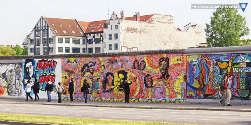 Berlin Duvarı'nın yıkılışı kutlandı
