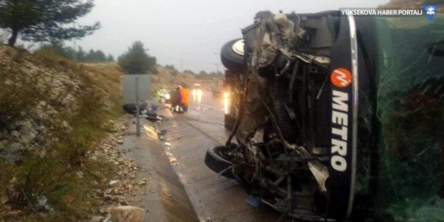 Mersin'de otobüs devrildi: 25 yaralı