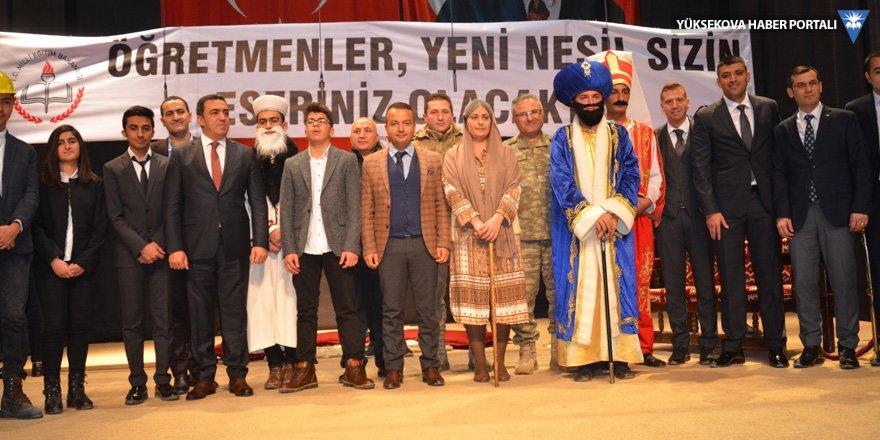 Yüksekova'da 'Öğretmenler Günü' kutlandı