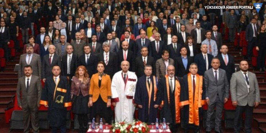 Mersin Üniversitesi rektörü kendini tebrik ettirdi