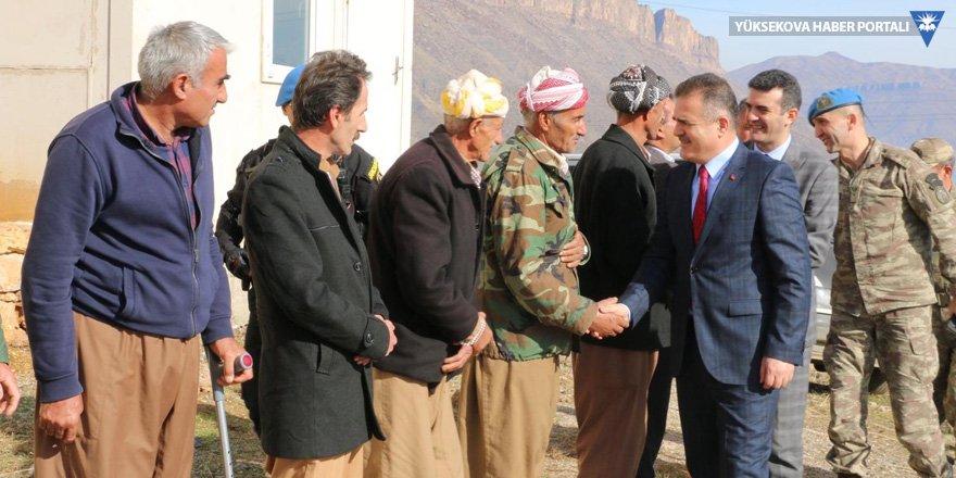 Hakkari Valisi Akbıyık, Derecik'i ziyaret etti