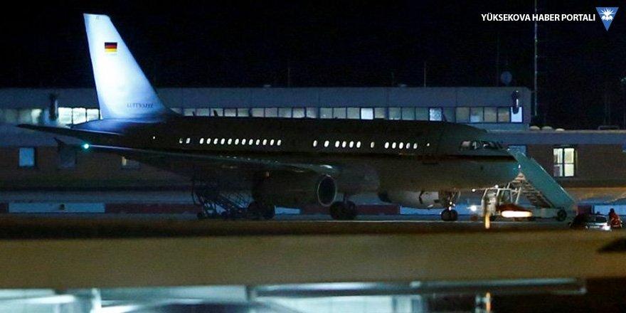 Merkel'in uçağı elektrik arızası yapmış