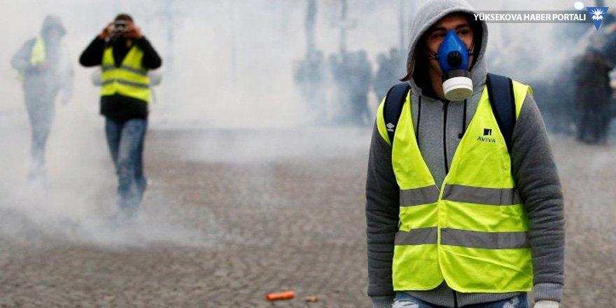 Sarı Yelekliler'e gaz bombalı saldırı
