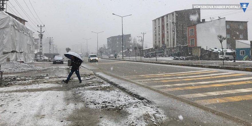 Yüksekova'da uçak seferleri iptal oldu