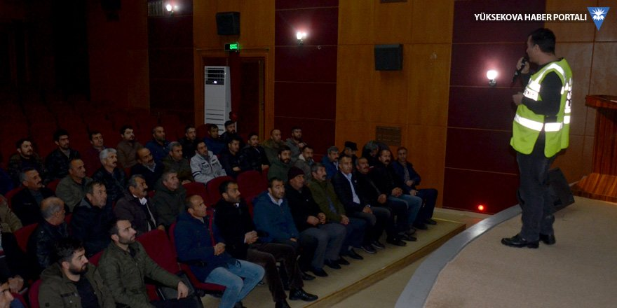 Yüksekova'da okul servisleri şoförlerine seminer