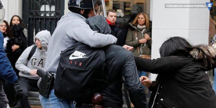 Fransız polisi lise öğrencilerini diz çöktürerek gözaltına aldı