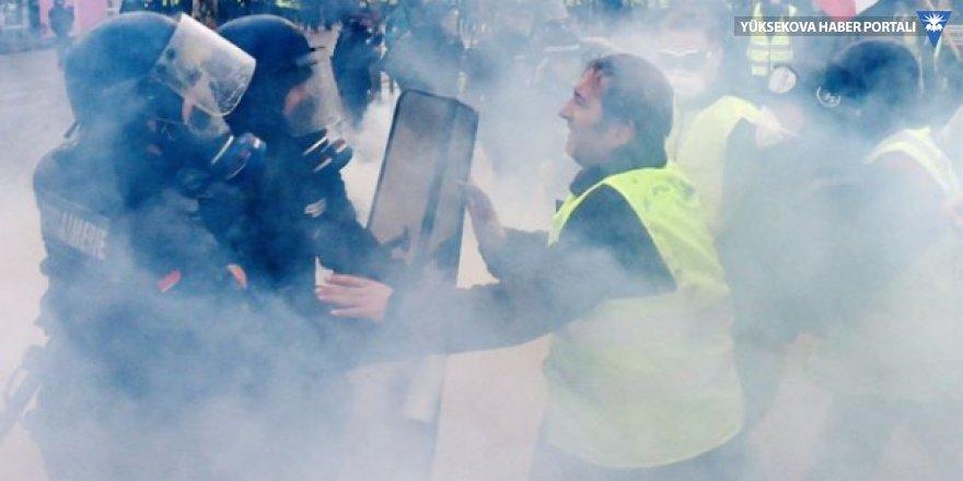 Fransa'da 'Sarı Yelekler' eylemde; işte dakika dakika gelişmeler