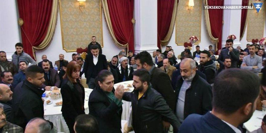 AK Parti'li vekiller barış yemeğini terk etti