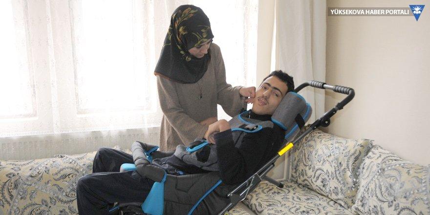 Yüksekova'da engelli çocuğa, puseti hasta yatağı hediye edildi
