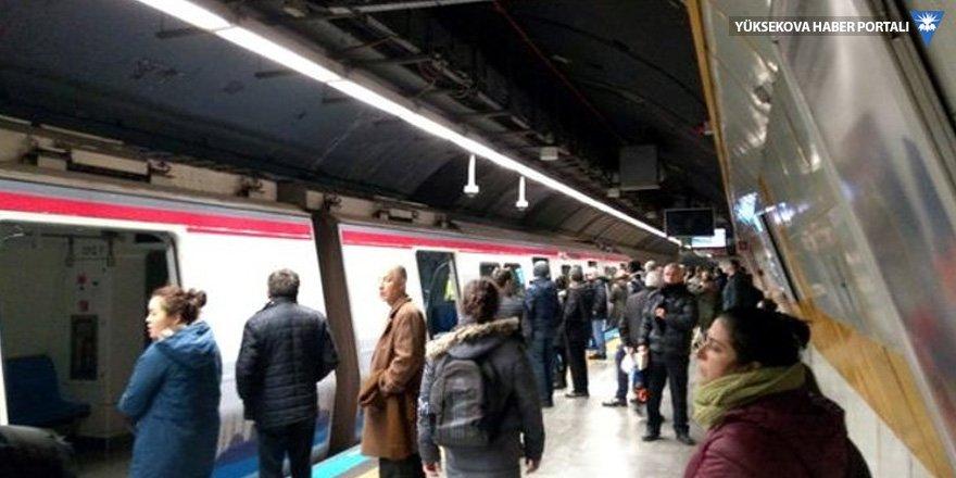 Osmanbey metro durağında bir kişi raylara düştü