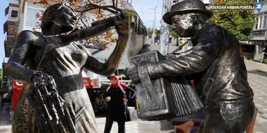 Antalya'da heykeller parçalandı