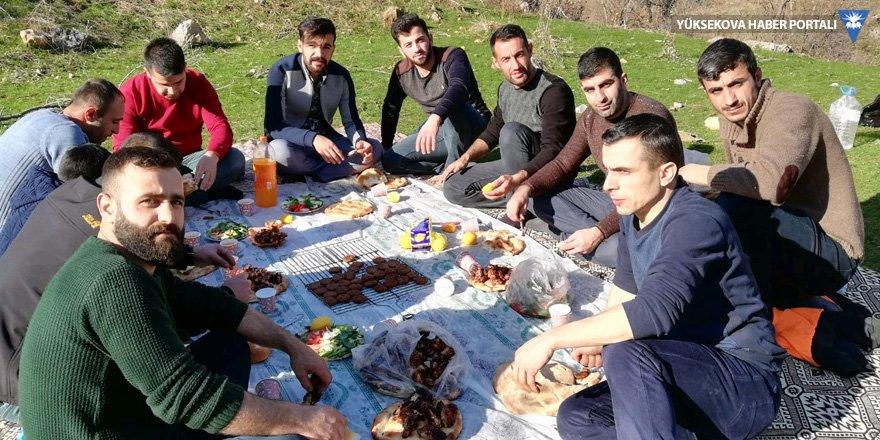 Şemdinli'de kış ortasında piknik