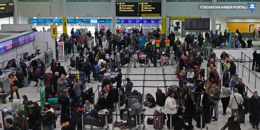 Londra'da 11 bin yolcu mahsur kaldı!