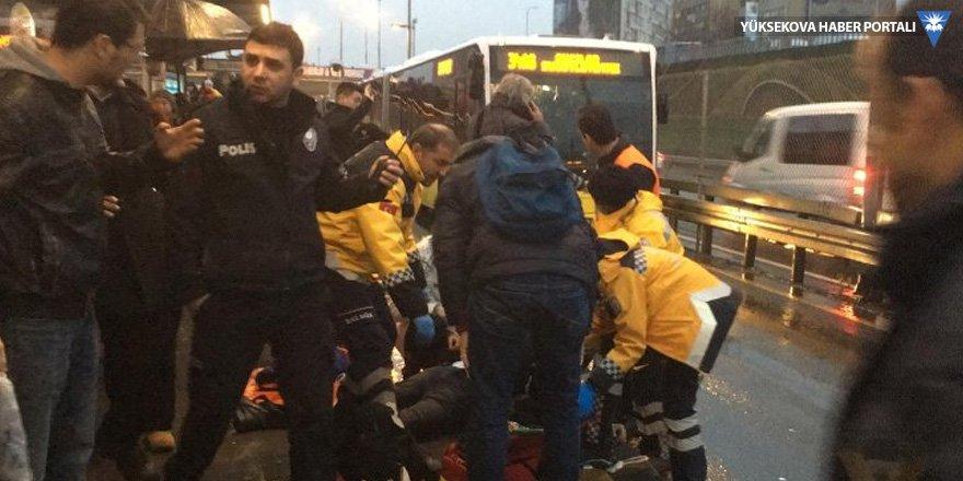 Metrobüsün çarptığı yolcu yaşamını yitirdi