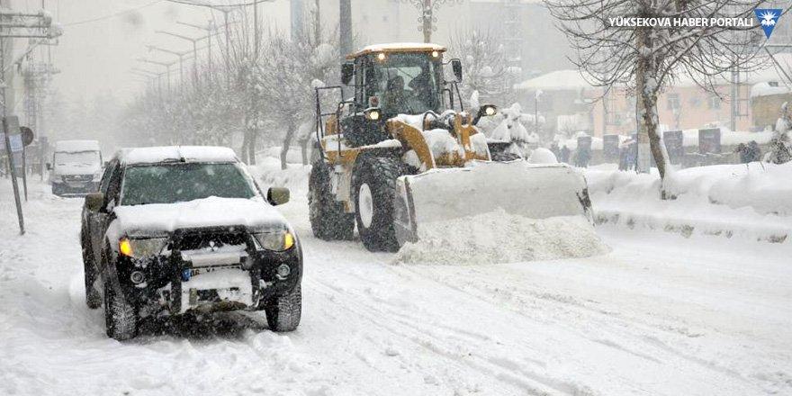 Van, Hakkari ve Bitlis'te 693 yerleşim yerinin yolu kardan kapandı!