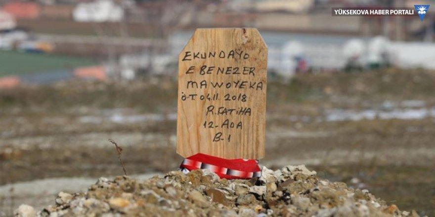 Hıristiyan futbolcunun mezarına 'Ruhuna Fatiha' tahtası dikildi
