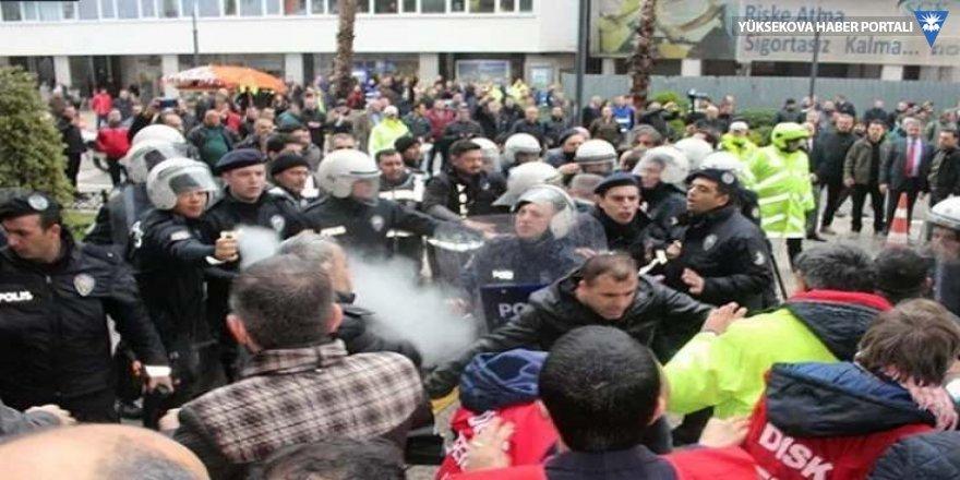 İzmir Büyükşehir'de iş bırakma eylemi