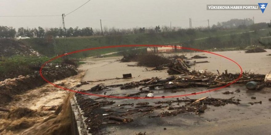 İzmir'de köprü çöktü: İşçiler mahsur kaldı