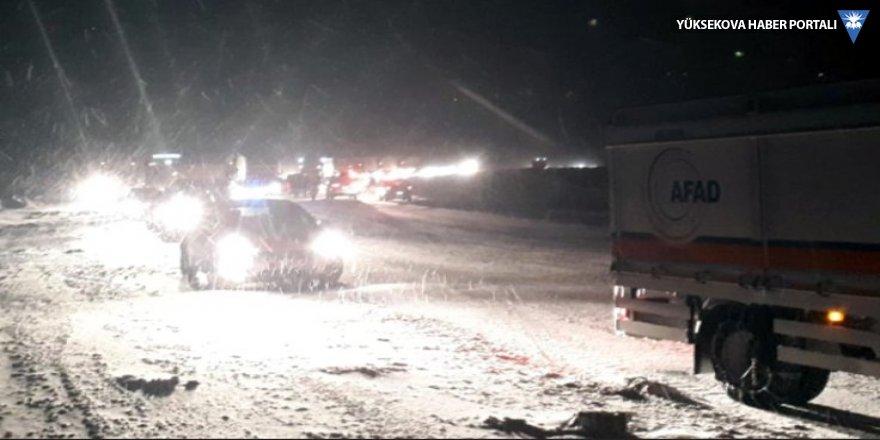 Kar nedeniyle 36 saat yolda kalanlar kurtuldu