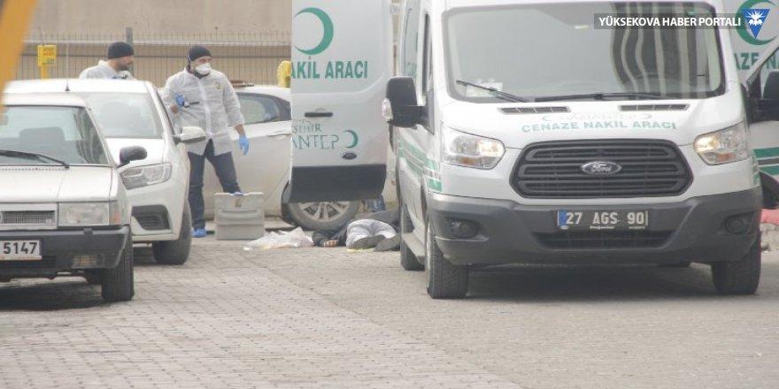 Hastane önünde silahlı çatışma: Bir ölü