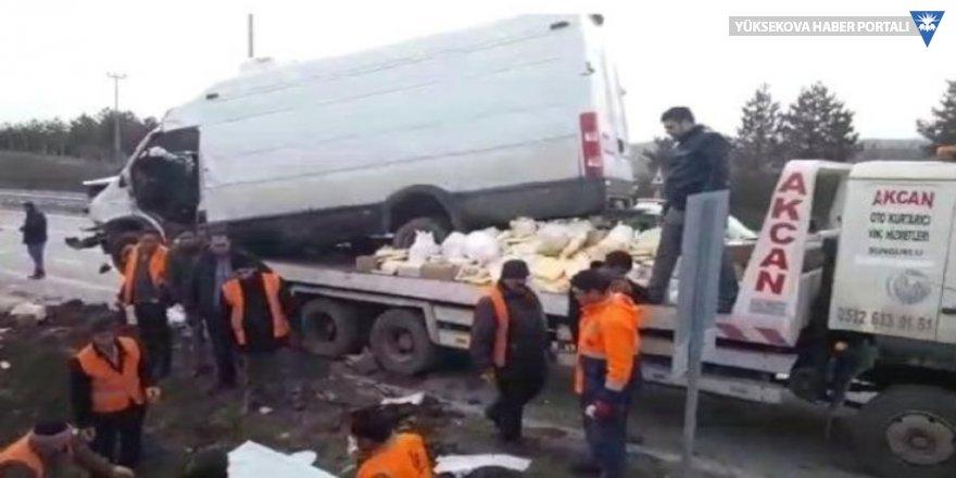 Minibüs su kanalına düştü: 2 ölü