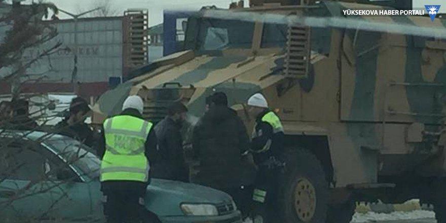 Van'da askeri araç sivil araca çarptı