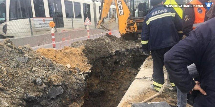 Alt yapı çalışması sırasında 1 işçi toprak altında kaldı