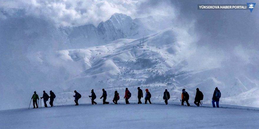 Hakkari'nin karlı dağlarına doğa yürüyüşü