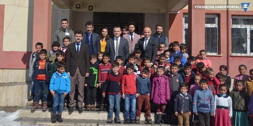 Şemdinli Kaymakamı Türkman, köy okullarını ziyaret etti