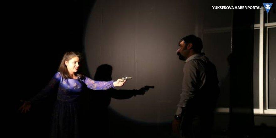 Van'da sahneledikleri oyunu Leyla Güven'e atfettiler