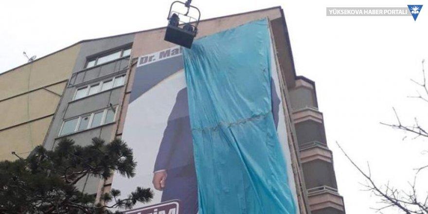 Erdoğan gelmeden önce muhalefet 'örtüldü'