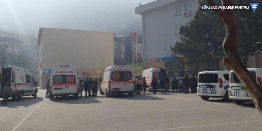 İlkokulda yapıştırıcı şakası: 20 öğrenci hastaneye kaldırıldı