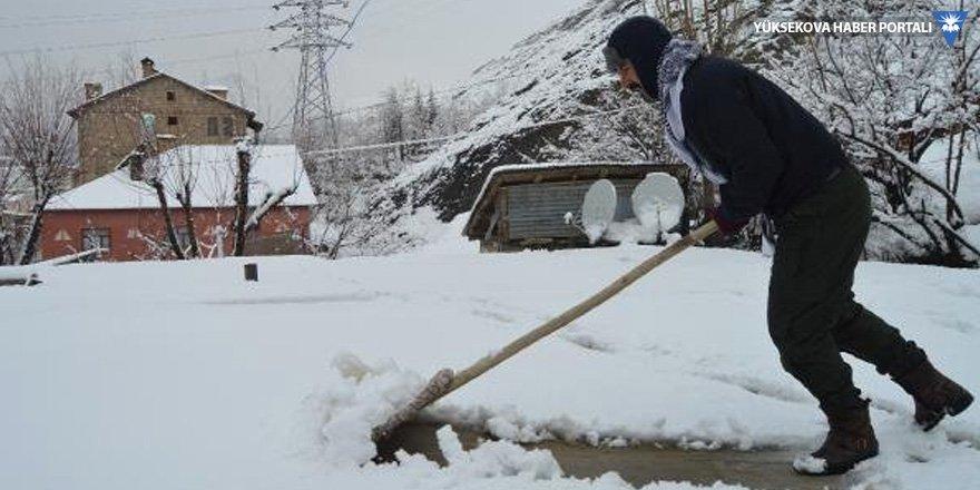 Hakkari'de 247 yerleşim biriminin yolu kardan kapandı