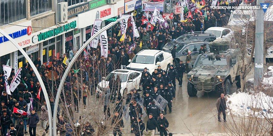 Yüksekova'da Buldan için toplanan kitle yürüyüşe geçti